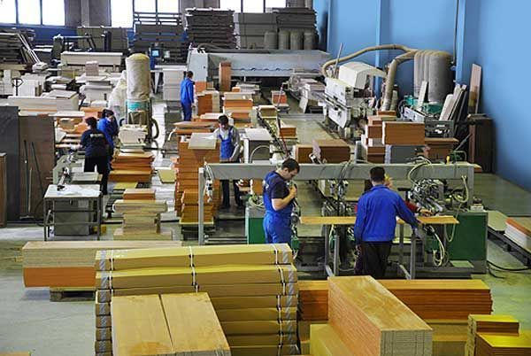 Працівники на меблеву фабрику